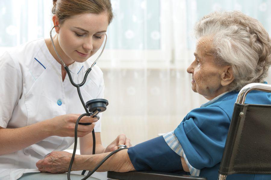servicii medicale camin de batrani